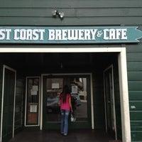 Foto diambil di Lost Coast Brewery oleh Sarah T. pada 11/16/2011