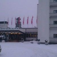 Photo taken at Kylpylähotelli Rantasipi Aulanko by Jani H. on 1/21/2012