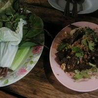 Photo taken at ครัวคุณเพ็ญ by D Sign Z. on 12/1/2011