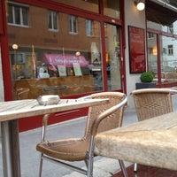 5/18/2012 tarihinde Michael V.ziyaretçi tarafından Cafe Engländer'de çekilen fotoğraf
