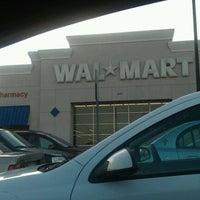 Das Foto wurde bei Walmart von Christine M. am 12/4/2011 aufgenommen