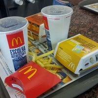Foto tirada no(a) McDonald's por Paulo V. em 5/20/2012