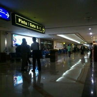 Photo taken at Gate 8 by ary L. on 8/8/2012