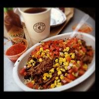 Foto tomada en Chipotle Mexican Grill por Roger M. el 6/1/2012
