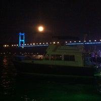 6/4/2012 tarihinde Ahmet K.ziyaretçi tarafından Angel Blue Balık Restaurant'de çekilen fotoğraf