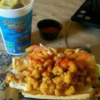รูปภาพถ่ายที่ River City Cafe โดย Ricky B. เมื่อ 9/5/2012