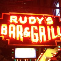 Photo prise au Rudy's Bar & Grill par Mike C. le4/30/2012