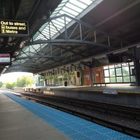 Photo taken at CTA - Davis by Robert H. on 8/26/2012