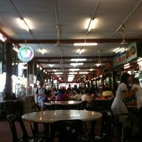 Photo taken at Restoran Kam Wan (金山冬菇亭) by Hayashi T. on 7/6/2012