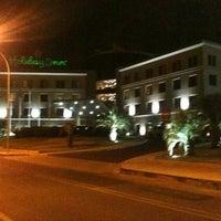 Foto tomada en Holiday Inn por Guz L. el 1/7/2012