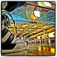 Foto scattata a Apple Centro Sicilia da Mauro il 9/4/2012