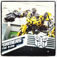 Foto tirada no(a) Transformers The Ride: The Ultimate 3D Battle por Joe N. em 5/18/2012