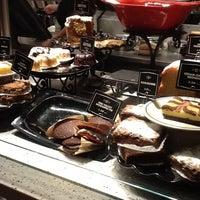Снимок сделан в Corner Bakery Cafe пользователем Karh V. 4/7/2012