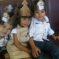 Photo taken at Burger King by reni h. on 1/12/2012