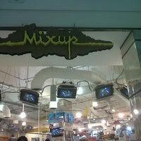 Foto tomada en Mixup por Gio P. el 7/24/2012