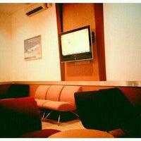 Photo taken at Garuda Indonesia Executive Lounge by iR on 11/13/2011