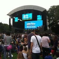 Снимок сделан в Robin Hood #Concert4NYC пользователем Ansley D. 9/30/2011