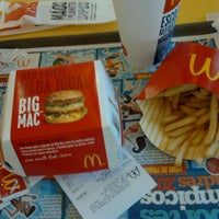 รูปภาพถ่ายที่ McDonald's โดย Sukinha C. เมื่อ 8/6/2012
