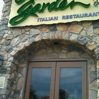 Photo taken at Olive Garden by Donnell B. on 9/18/2011