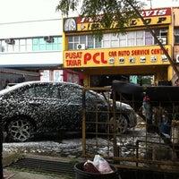 Photo taken at Car Wash Siam Sek 26 Depan Akademi Petronas by ¥kHaiRuL¥ on 8/28/2011