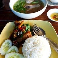 Photo taken at ไก่นุ่ม ก๋วยเตี๋ยวไก่ตุ๋นต้มยำ by Chatchaphong P. on 5/7/2012