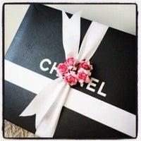 Das Foto wurde bei CHANEL Boutique von Ultimate Paris am 10/19/2011 aufgenommen