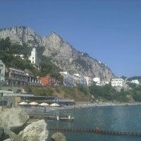 รูปภาพถ่ายที่ Marina Grande โดย Giosuè I. เมื่อ 8/15/2011