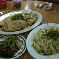 Photo taken at Kar Heong Chicken Rice by Jenson L. on 1/1/2011