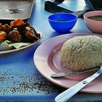 Foto diambil di Mancongkam Chicken Rice oleh Muhammad Hafizuddin M. pada 2/9/2012