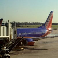 Photo taken at Southwest Airlines by Wendi on 8/17/2012