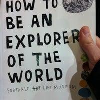 Foto scattata a Magma Books da Babis K. il 1/20/2012