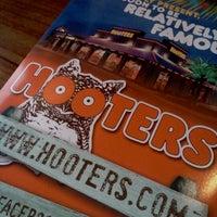 Снимок сделан в Hooters пользователем Chelsea C. 12/17/2011