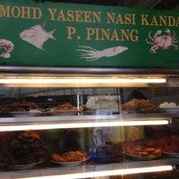 Photo taken at Mohd Yaseem Nasi Kandar by ❤babydeinna❤ on 7/20/2012