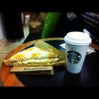 Foto diambil di Starbucks oleh Javier L. pada 8/29/2012
