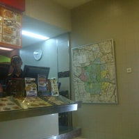 Photo taken at PHD - Pizza Hut Delivery by Eldo T. on 1/11/2012