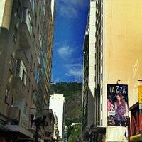 Photo taken at Calçadão da Rua Halfeld by ☞ Mario S. on 1/18/2012