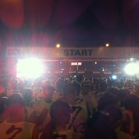 Photo taken at SM Mall of Asia HSBC Fun Run 2K11 by Kat M. on 11/26/2011