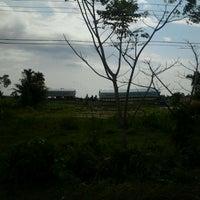 Photo taken at Universitas Bung Hatta kampus II by Apriyandi &. on 11/25/2011