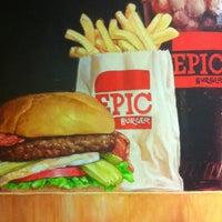Foto scattata a Epic Burger da Jay K. il 12/2/2011