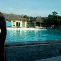 Photo taken at kolam renang Tirta Bhirawa Kopassus by luthfi a. on 11/19/2011
