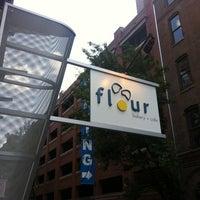 Das Foto wurde bei Flour Bakery & Cafe von Antonio D. am 7/16/2011 aufgenommen