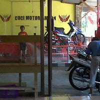 "Photo taken at Cuci &  Creambath Motor ""AMBON PROJECT"" by nuraga i. on 4/10/2012"