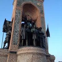 3/31/2012 tarihinde Alper D.ziyaretçi tarafından Taksim Meydanı'de çekilen fotoğraf