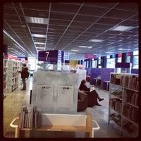 Photo taken at Entressen kirjasto by HelMet Library on 1/14/2012