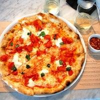 Photo prise au Pizzeria Il Fico par Kelly B. le10/23/2011