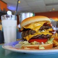 3/30/2011에 Burger J.님이 Burger City에서 찍은 사진