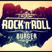 Foto tirada no(a) Rock 'n' Roll Burger por Guilherme F. em 7/22/2012