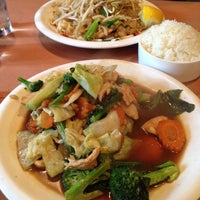 Photo taken at Song Thai Restaurant & Bar by Harun B. on 8/10/2012