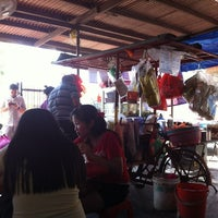 Photo taken at Sg Abong Rojak (Vegetarian) by Boon H. on 12/3/2011