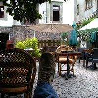 8/16/2012 tarihinde Halil A.ziyaretçi tarafından Bachçe Cafe'de çekilen fotoğraf